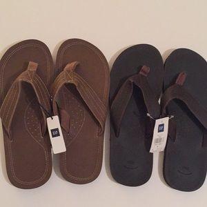 GAP NWT men's brown flip flops size 8.